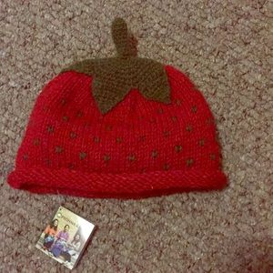 NWT wool and fleece strawberry hat 2T